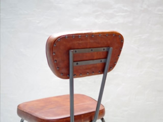 AN LEATHER CHAIR5